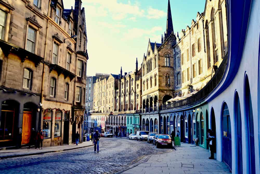 Edinburgh walking tours with P&O