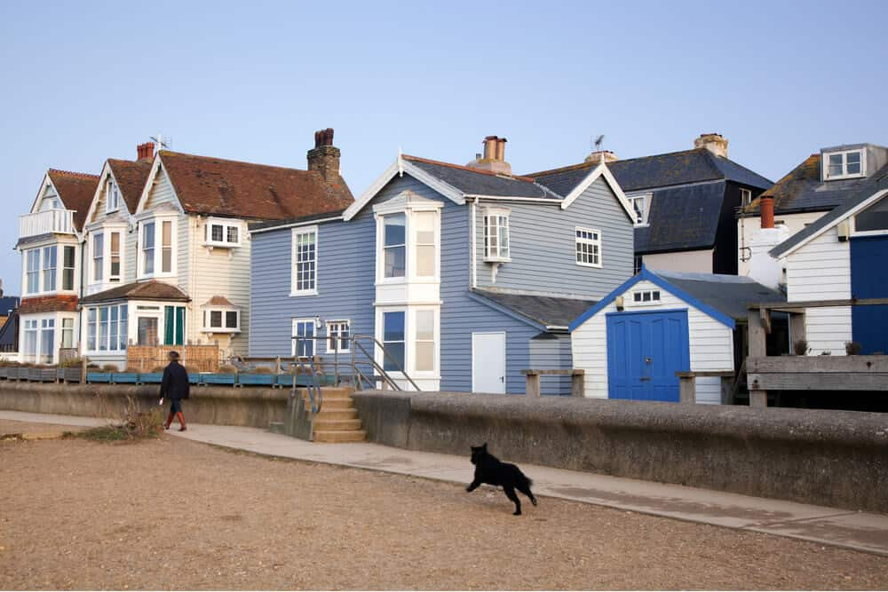 Zicht op kleurrijke huizen in Whitstable, Kent in het VK