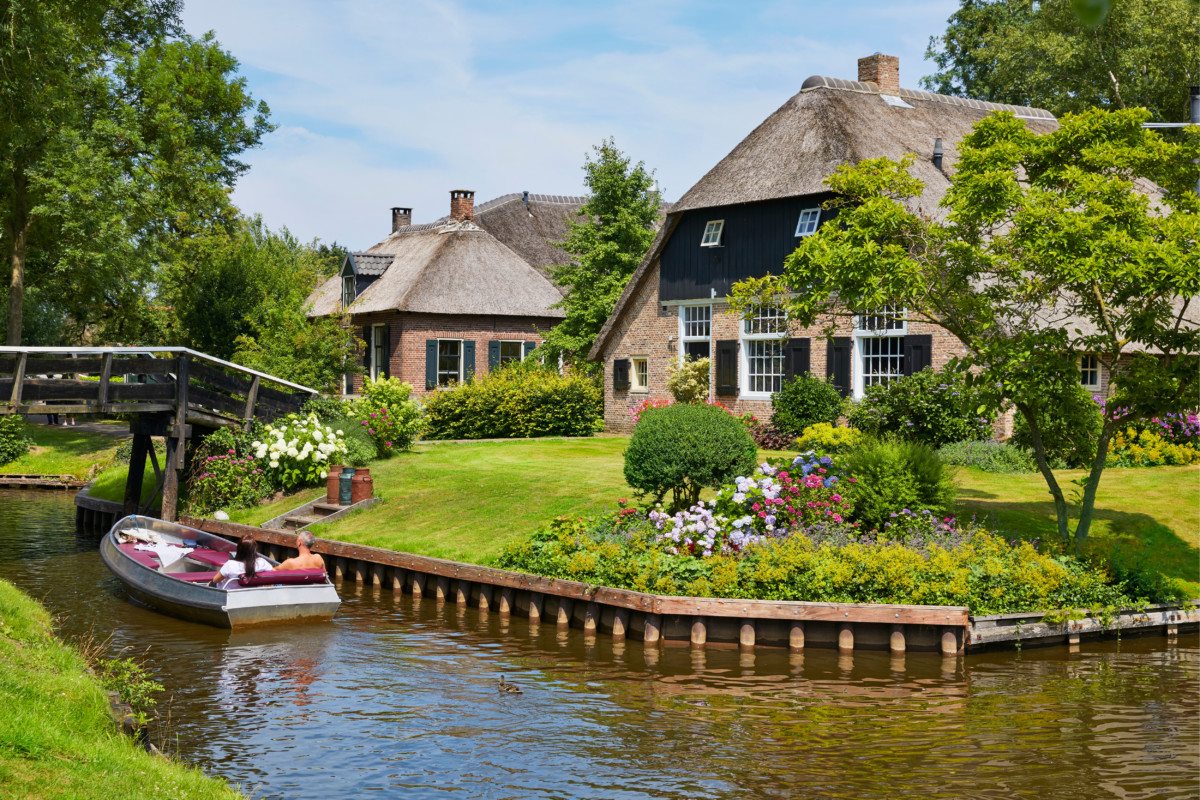 Picturesque picture of Giethoorn village in the Netherlands